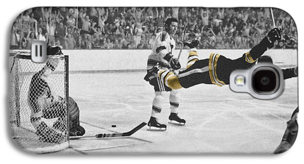 Hockey Photographs Galaxy S4 Cases - Bobby Orr 2 Galaxy S4 Case by Andrew Fare