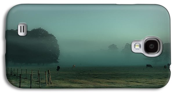 Bovines In The Mist Galaxy S4 Case by Chris Fletcher