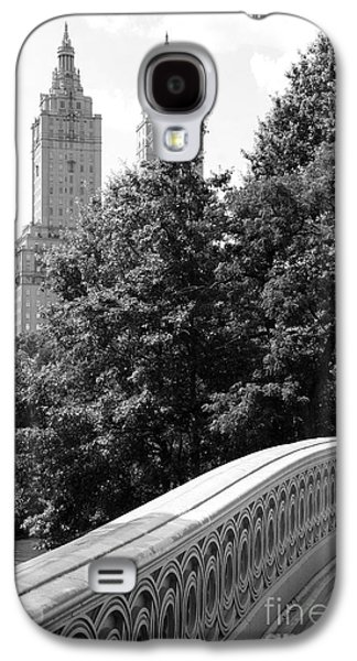 Landmarks Photographs Galaxy S4 Cases - Bow Bridge And San Remo Towers B and W Galaxy S4 Case by Christiane Schulze Art And Photography