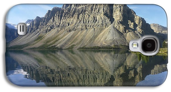 Mountain Photographs Galaxy S4 Cases - Bow Lake And Crowfoot Mts Banff Galaxy S4 Case by Tim Fitzharris