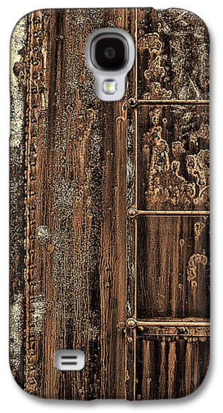Transportation Photographs Galaxy S4 Cases - Boxcars Ladder   Galaxy S4 Case by Marcia Colelli