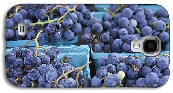 Concord Grapes Galaxy S4 Cases - Boxes of Fresh Concord Grapes at farmers market in NYC. Galaxy S4 Case by Scott W Baker