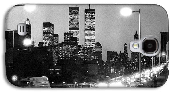 1980s Galaxy S4 Cases - Brooklyn Bridge traffic II dusk 1980s Galaxy S4 Case by Gary Eason