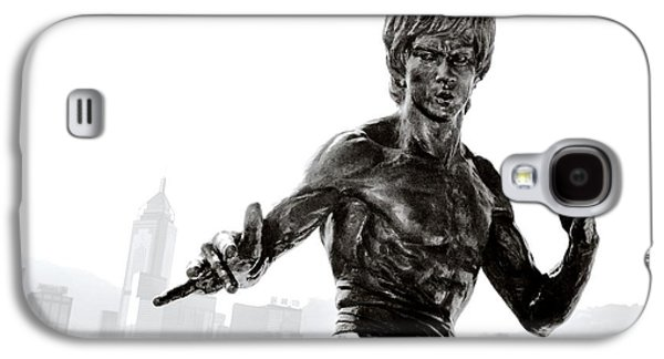 Sha Galaxy S4 Cases - Bruce Lee statue on the Avenue of Stars with Hong Kong skyline Galaxy S4 Case by David Lyons