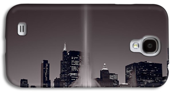 Chicago Galaxy S4 Cases - Buckingham Fountain Nightlight Chicago BW Galaxy S4 Case by Steve Gadomski