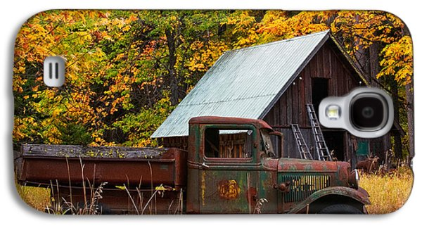 Old Trucks Photographs Galaxy S4 Cases - Buckner Orchard Galaxy S4 Case by Mark Kiver