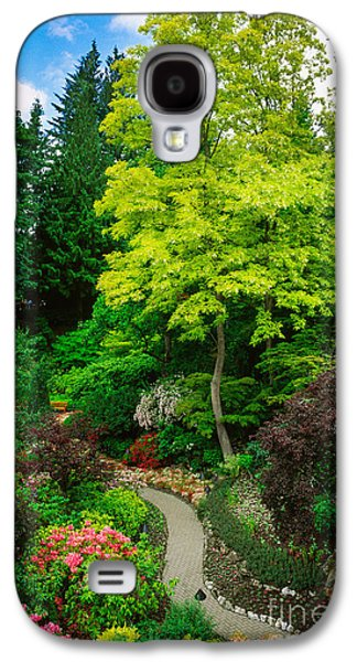Vancouver Photographs Galaxy S4 Cases - Butchart Gardens Pathway Galaxy S4 Case by Inge Johnsson