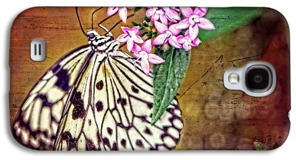 Bathroom Prints Galaxy S4 Cases - Butterfly Art - Hanging On - By Sharon Cummings Galaxy S4 Case by Sharon Cummings