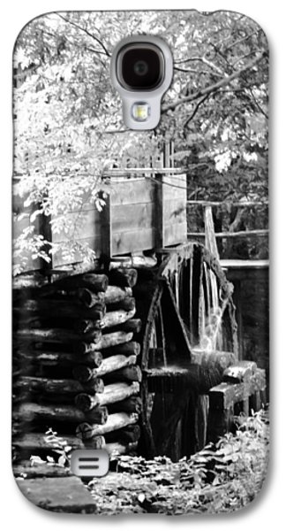 Tennessee Historic Site Galaxy S4 Cases - Cades Cove Cable Mill Water Wheel - BW Galaxy S4 Case by Cynthia Woods