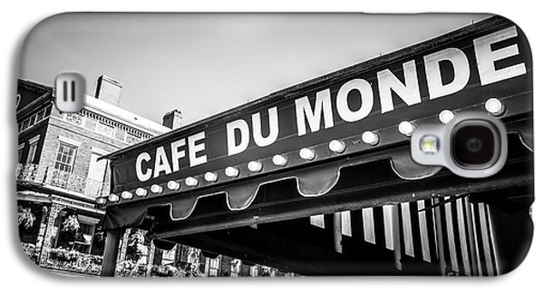 Louisiana Photographs Galaxy S4 Cases - Cafe Du Monde Black and White Picture Galaxy S4 Case by Paul Velgos