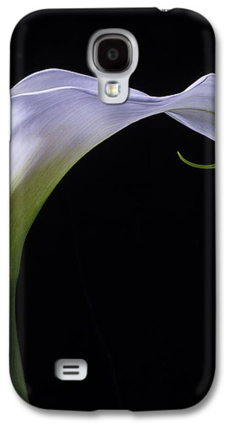 Graphic Photographs Galaxy S4 Cases - Calla lily Cural Galaxy S4 Case by Garry Gay