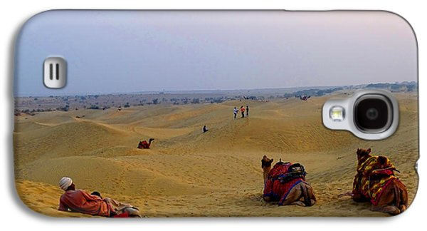 People Pyrography Galaxy S4 Cases - Camels Kneeling Sand Dunes Thar Desert Rajasthan India Galaxy S4 Case by Sue Jacobi Photography