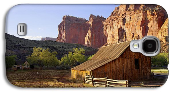 Red Rock Photographs Galaxy S4 Cases - Capitol Barn Galaxy S4 Case by Chad Dutson