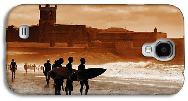 Action Photographs Galaxy S4 Cases - Carcavelos Surfers Galaxy S4 Case by Carlos Caetano