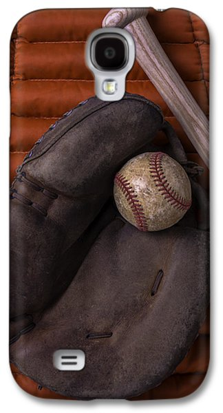 Sports Photographs Galaxy S4 Cases - Catchers Mitt and Baseball Galaxy S4 Case by Garry Gay