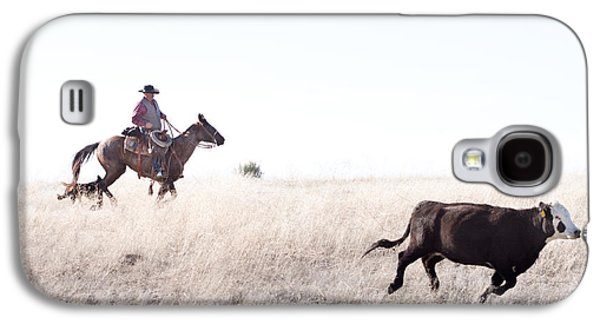 Artist Working Photo Photographs Galaxy S4 Cases - Cattle Drive Galaxy S4 Case by Cindy Singleton