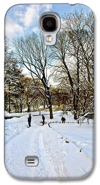 Sledding Galaxy S4 Cases - Central Park Snow Storm one day later2 Galaxy S4 Case by Madeline Ellis