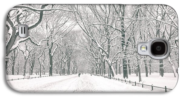 Winter Trees Photographs Galaxy S4 Cases - Central Park Winter - Poets Walk in the Snow - New York City Galaxy S4 Case by Vivienne Gucwa