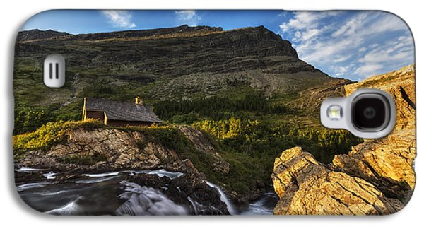 Chalet At The Falls Galaxy S4 Case by Mark Kiver