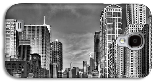 Chicago River In Black And White Galaxy S4 Case by Sebastian Musial