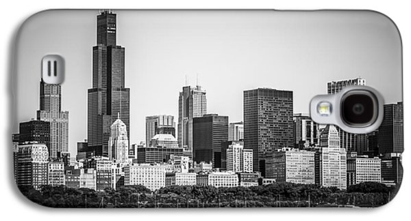 Outside Photographs Galaxy S4 Cases - Chicago Skyline with Sears Tower in Black and White Galaxy S4 Case by Paul Velgos