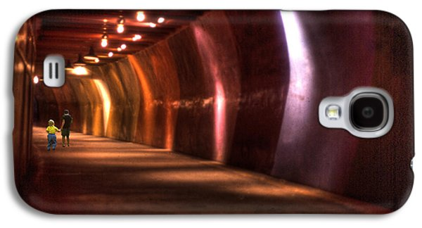 Dreamscape Galaxy S4 Cases - Children in a Tunnel Galaxy S4 Case by Wayne King