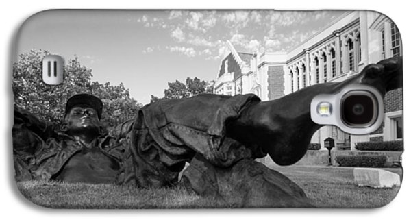 Chillin On The North Oval Galaxy S4 Case by Nathan Hillis