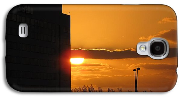 Landscapes Photographs Galaxy S4 Cases - City Sunset Galaxy S4 Case by MTBobbins Photography