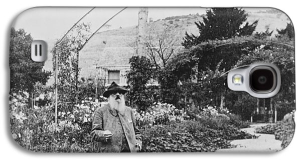 Painter Photo Galaxy S4 Cases - Claude Monet in his garden at Giverny Galaxy S4 Case by French School