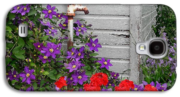 Red Geraniums Galaxy S4 Cases - Clematis Cascade Galaxy S4 Case by Doug Kreuger