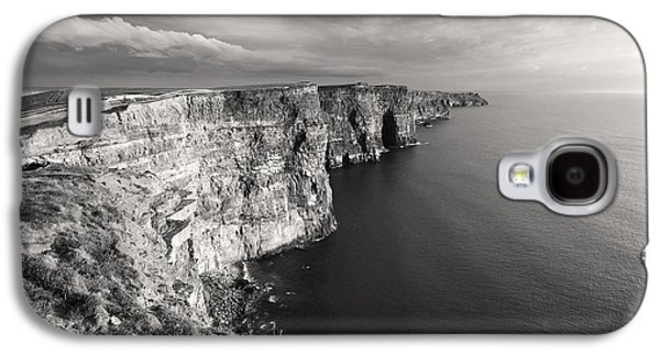 Cliffs Of Moher Ireland In Black And White Galaxy S4 Case by Pierre Leclerc Photography