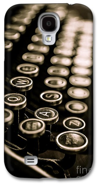 Keyboards Photographs Galaxy S4 Cases - Close up vintage typewriter Galaxy S4 Case by Edward Fielding