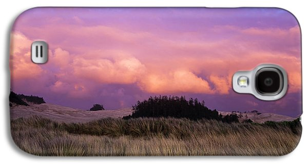 Clouds Catch Light From The Setting Sun Galaxy S4 Case by Robert L. Potts