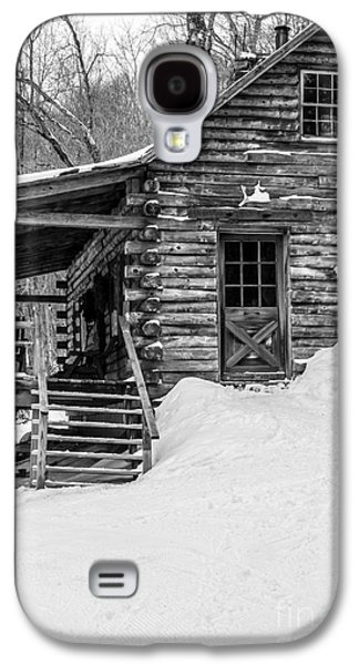 Cabin Window Galaxy S4 Cases - Cobber Cabin Stowe Vermont Galaxy S4 Case by Edward Fielding