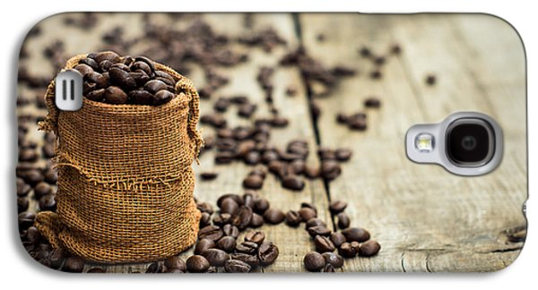 Miniature Photographs Galaxy S4 Cases - Coffee Beans Galaxy S4 Case by Aged Pixel