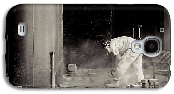 Laborers Galaxy S4 Cases - Construction worker BW Galaxy S4 Case by Rudy Umans