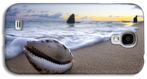 Beach Photographs Galaxy S4 Cases - Cowrie Sunrise Galaxy S4 Case by Sean Davey