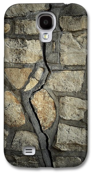Stonewall Galaxy S4 Cases - Cracked wall Galaxy S4 Case by Les Cunliffe