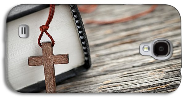 Crosses Photographs Galaxy S4 Cases - Cross and Bible Galaxy S4 Case by Elena Elisseeva