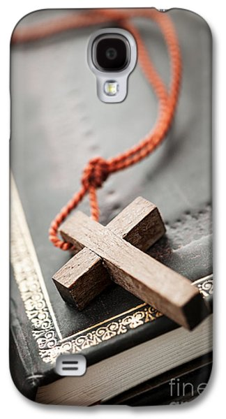 Bible Photographs Galaxy S4 Cases - Cross on Bible Galaxy S4 Case by Elena Elisseeva