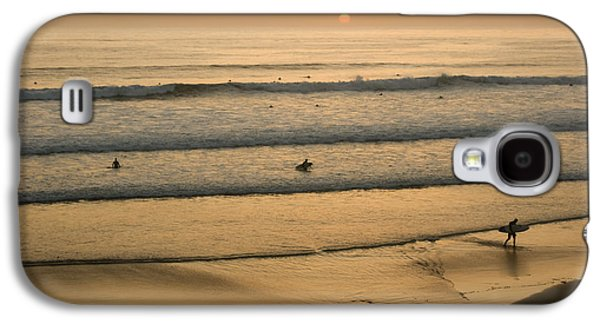 Person Galaxy S4 Cases - Crowded Californian Surfing Sunset - Pacific Beach San Diego California Galaxy S4 Case by Georgia Mizuleva