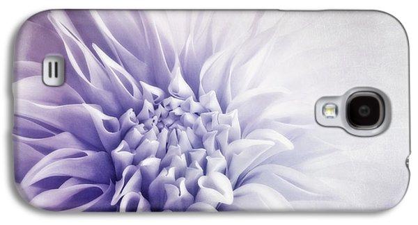 Macro Photographs Galaxy S4 Cases - Dahlia Sun Galaxy S4 Case by Priska Wettstein