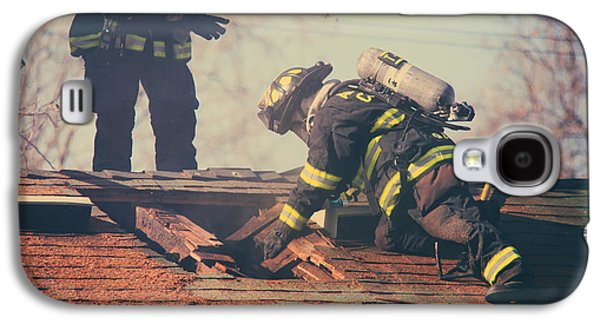 Candid Photographs Galaxy S4 Cases - Dangerous Work Galaxy S4 Case by Laurie Search