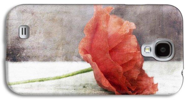Contemporary Art Photographs Galaxy S4 Cases - Decor Poppy Red Galaxy S4 Case by Priska Wettstein
