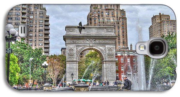The New York New York Galaxy S4 Cases - Dog Walking at Washington Square Park Galaxy S4 Case by Randy Aveille