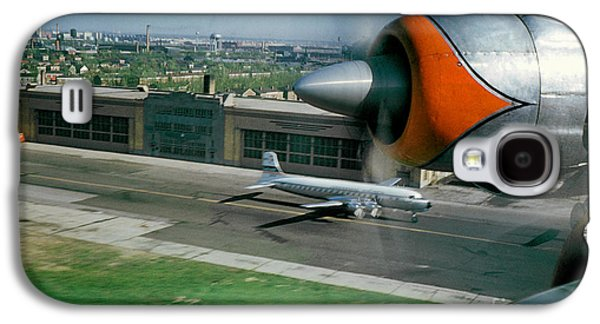 Douglas Dc-7 Taking Off Galaxy S4 Case by Wernher Krutein