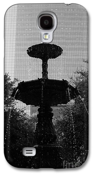 Usa Sculptures Galaxy S4 Cases - Downtown Fountain Galaxy S4 Case by Nathan Little