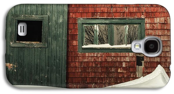 Old Maine Barns Galaxy S4 Cases - Drifted In Galaxy S4 Case by Susan Capuano