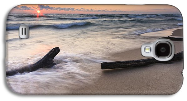 Landscapes Photographs Galaxy S4 Cases - Driftwood on the Beach Galaxy S4 Case by Adam Romanowicz