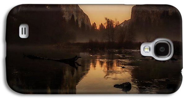 Cathedral Rock Galaxy S4 Cases - Dusk at Valley View Yosemite National Park Galaxy S4 Case by Scott McGuire